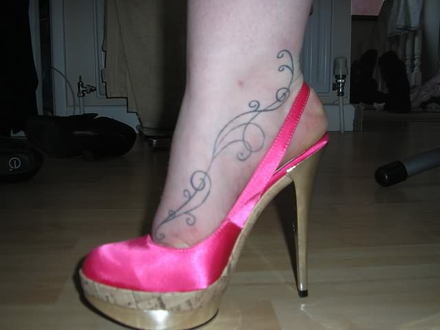 Beautiful Design Tattoo On Heel
