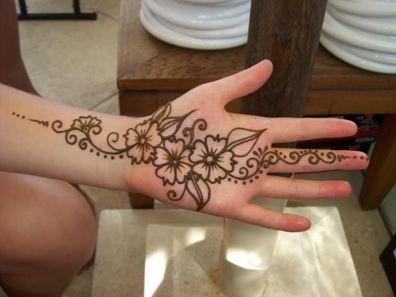 henna tattoo on girls hand. Black Bedroom Furniture Sets. Home Design Ideas