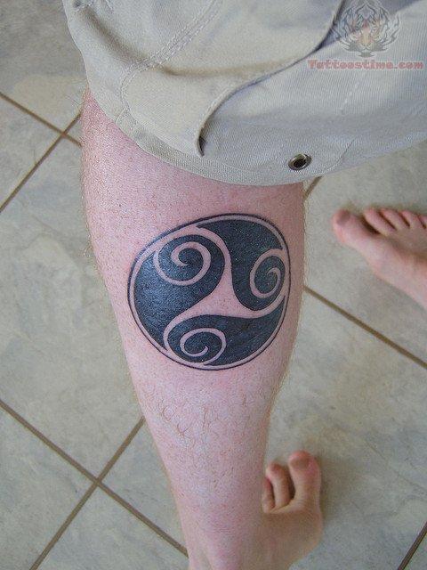 Circle of life tattoo on calf 480x640 57 kb