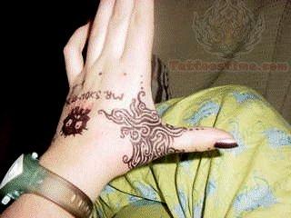 Mehndi For Thumb : Henna thumb tattoo for female