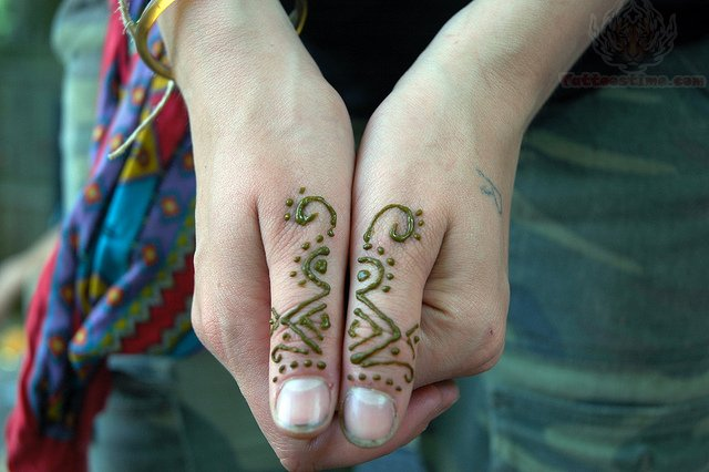 Mehndi For Thumb : Simple henna tattoo thumb makedes