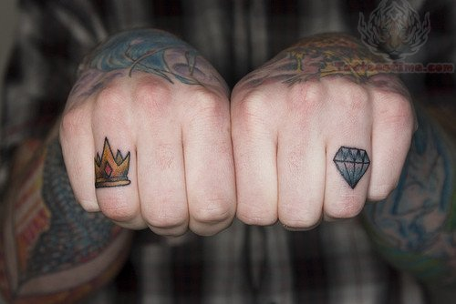 Crown tattoos on finger - photo#11