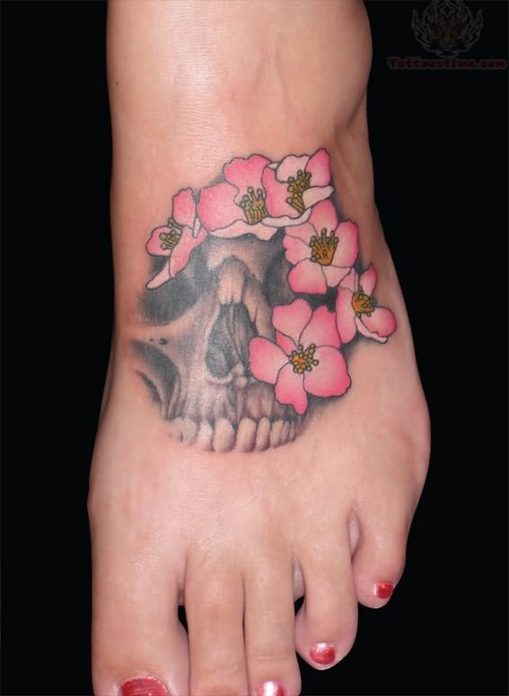 Pirate skull tattoo images designs for Skull and flowers tattoos