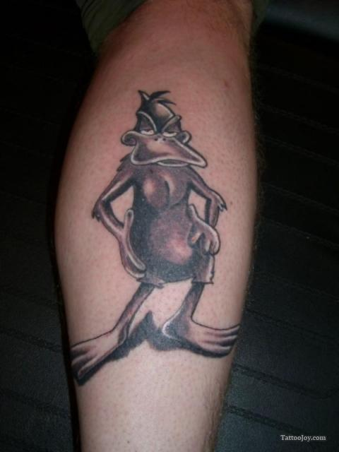 grey ink daffy duck tattoo on back leg. Black Bedroom Furniture Sets. Home Design Ideas