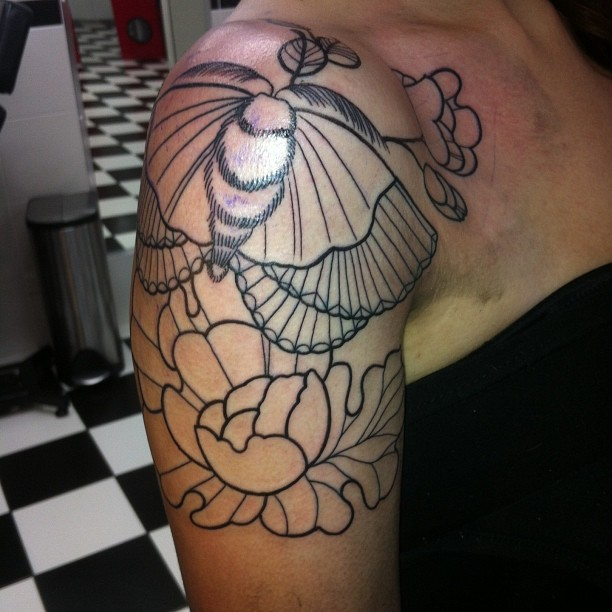 Rose Tattoo Sleeve Outline Outline Moth An...