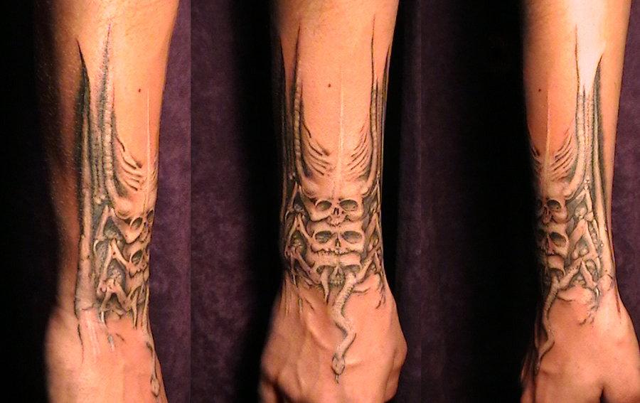 c51f64236 Alien Tattoo On Right Arm