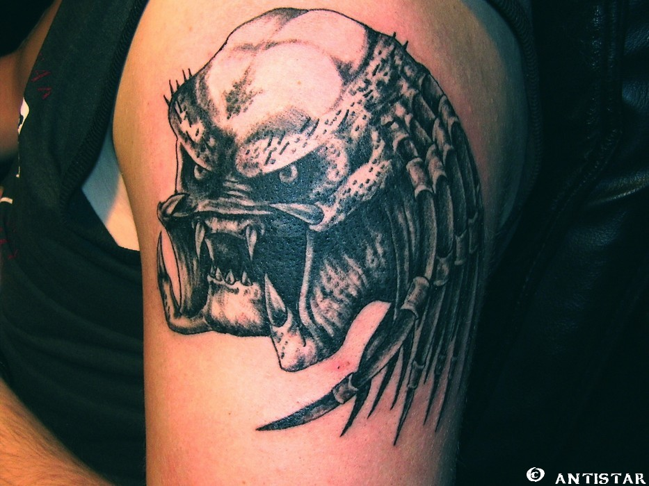 Grey Ink predator Head Tattoo On Left SHoulder