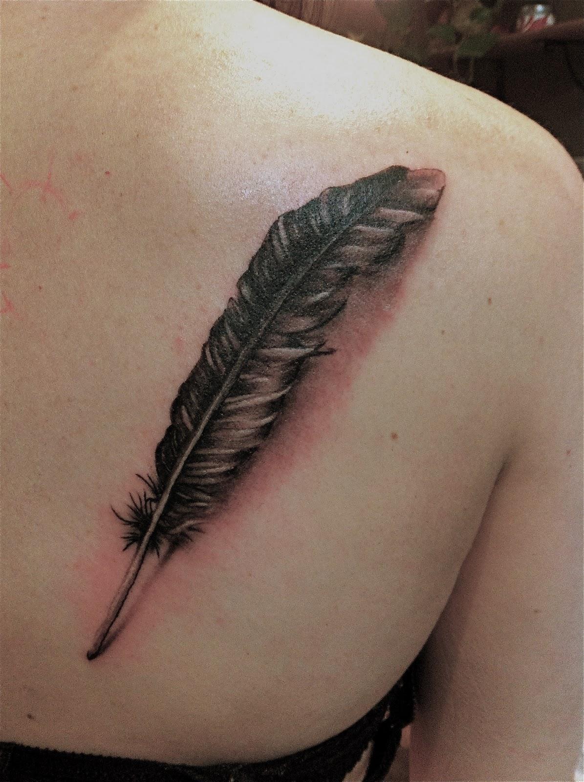 tatouages de plumes plumes and conception de tatouage de plume on pinterest. Black Bedroom Furniture Sets. Home Design Ideas