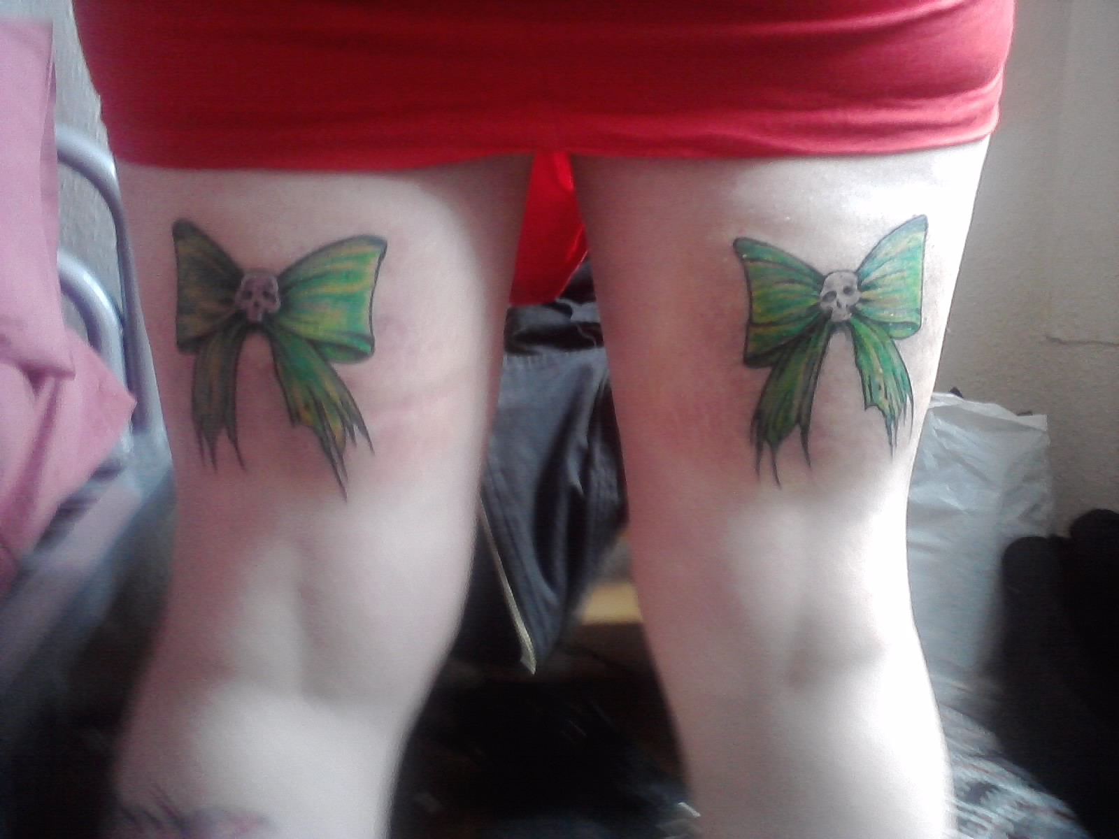 Green bows back thigh tattoos for Tattoos on back of thighs