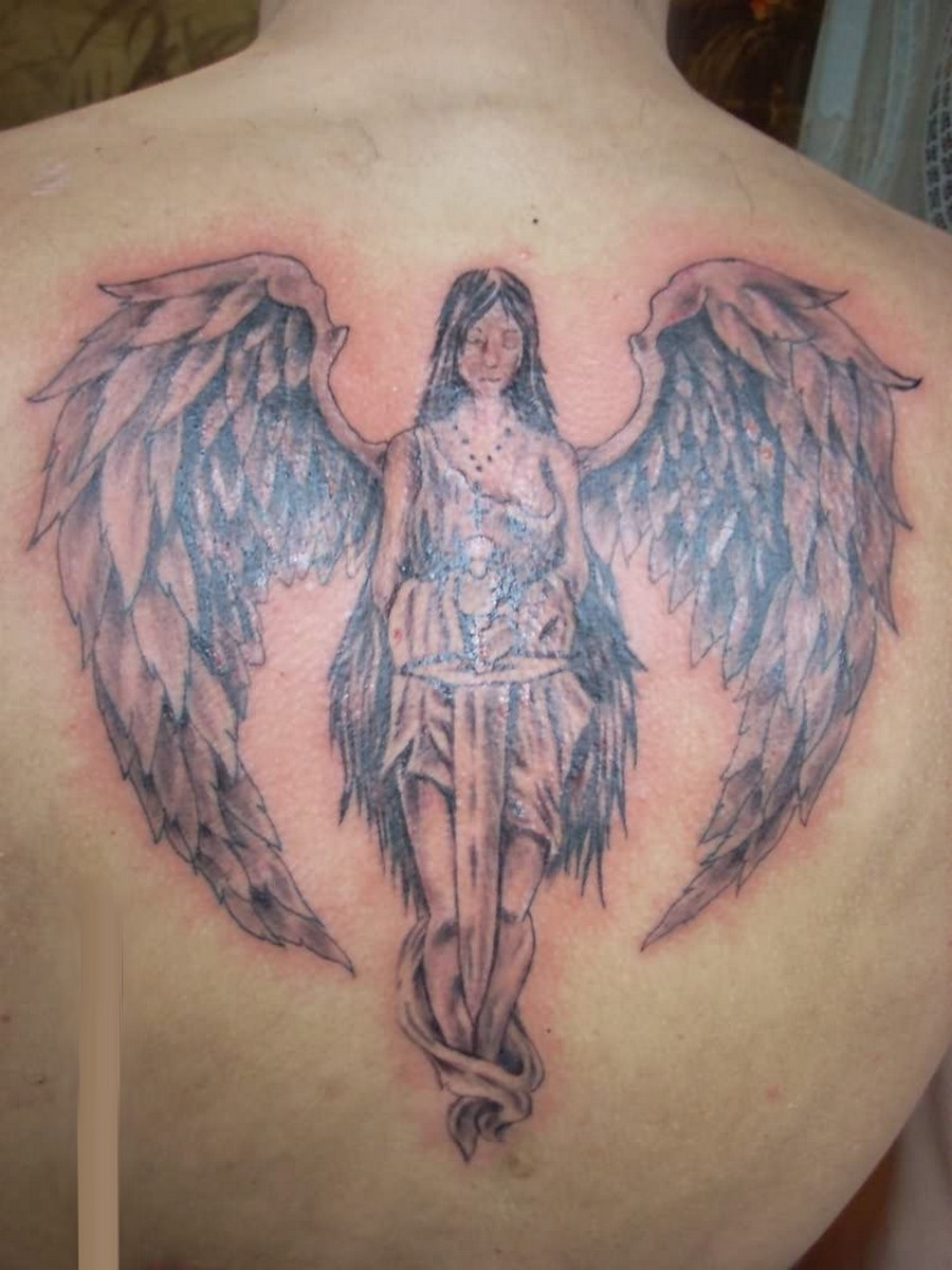 Значения тату ангел с мечом на плече