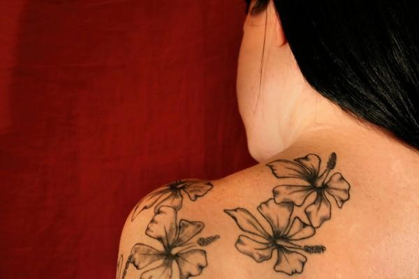 Amazing grey ink flowers tattoos on back shoulder for women for Back shoulder tattoos for women