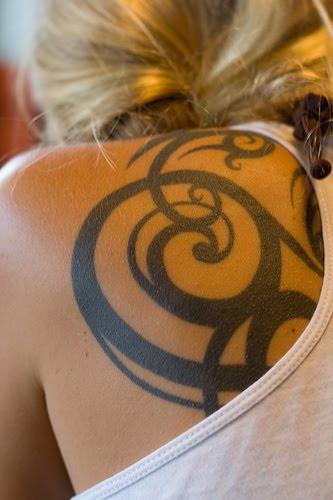 Black Tribal Tattoo On Back Shoulder For Women