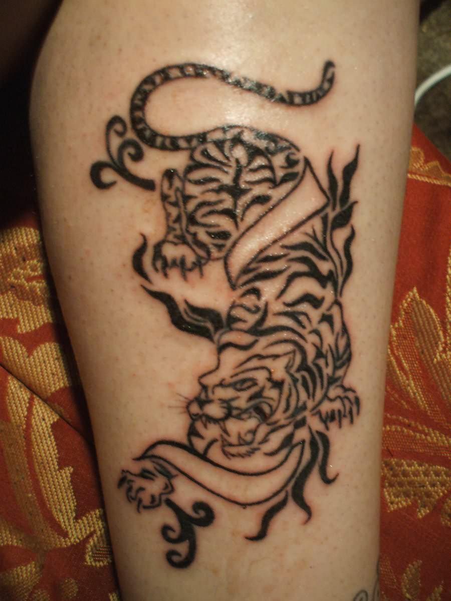 Grey Ink Tiger Tattoo On Leg