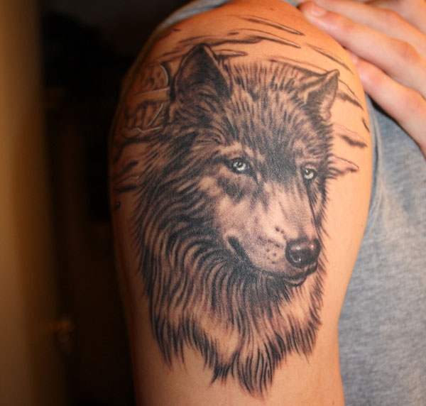 Crazy Grey Ink Wolf Tattoo On Right Half Sleeve