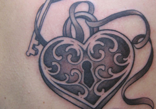grey ink lock heart animated tattoo. Black Bedroom Furniture Sets. Home Design Ideas
