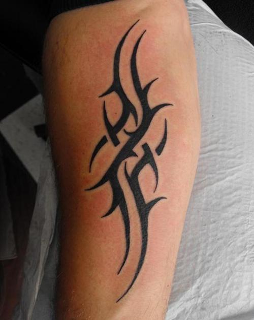 Unique Black Tribal Tattoo On Left Arm