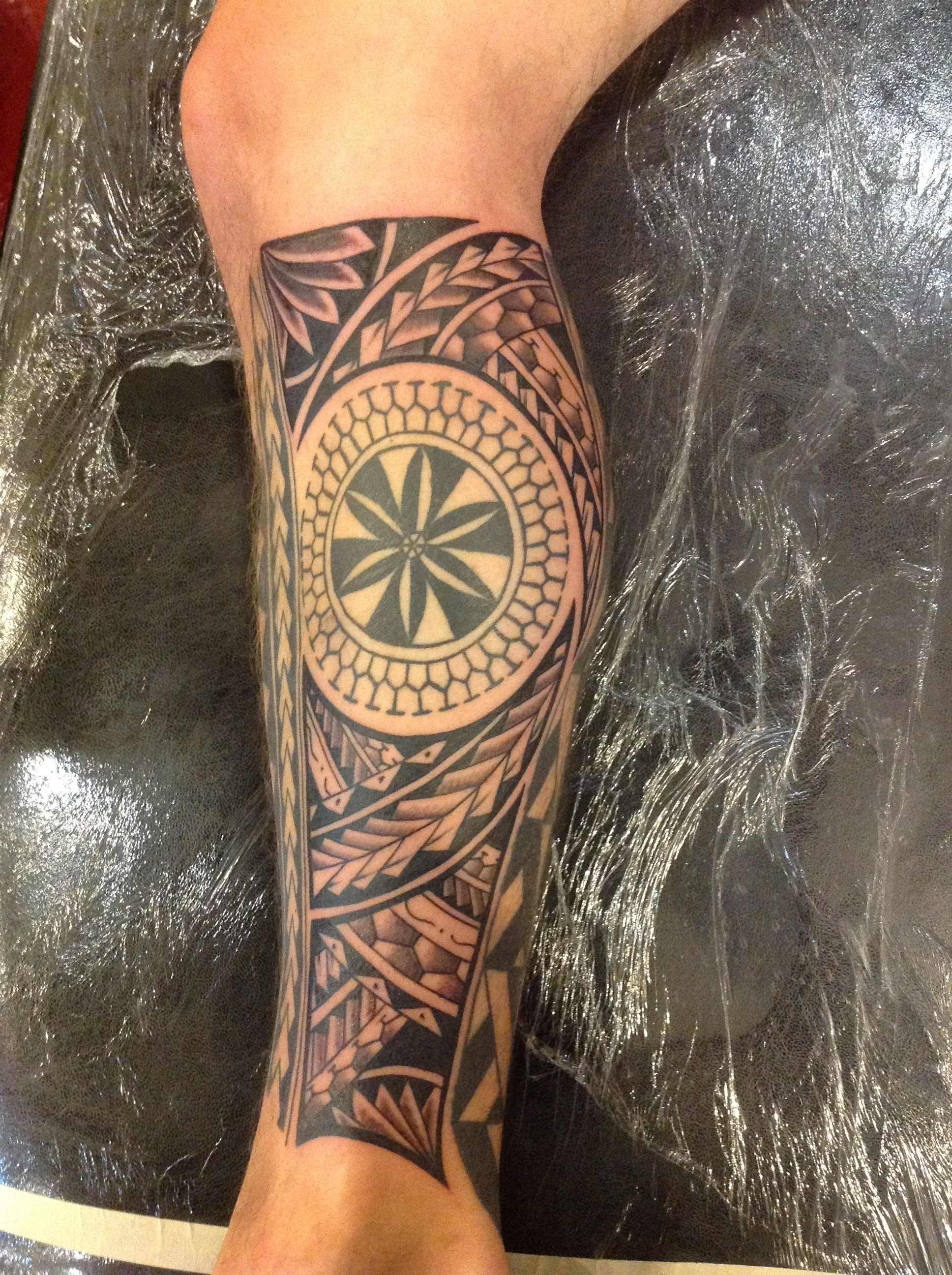 Attractive left leg hawaiian tattoo izmirmasajfo