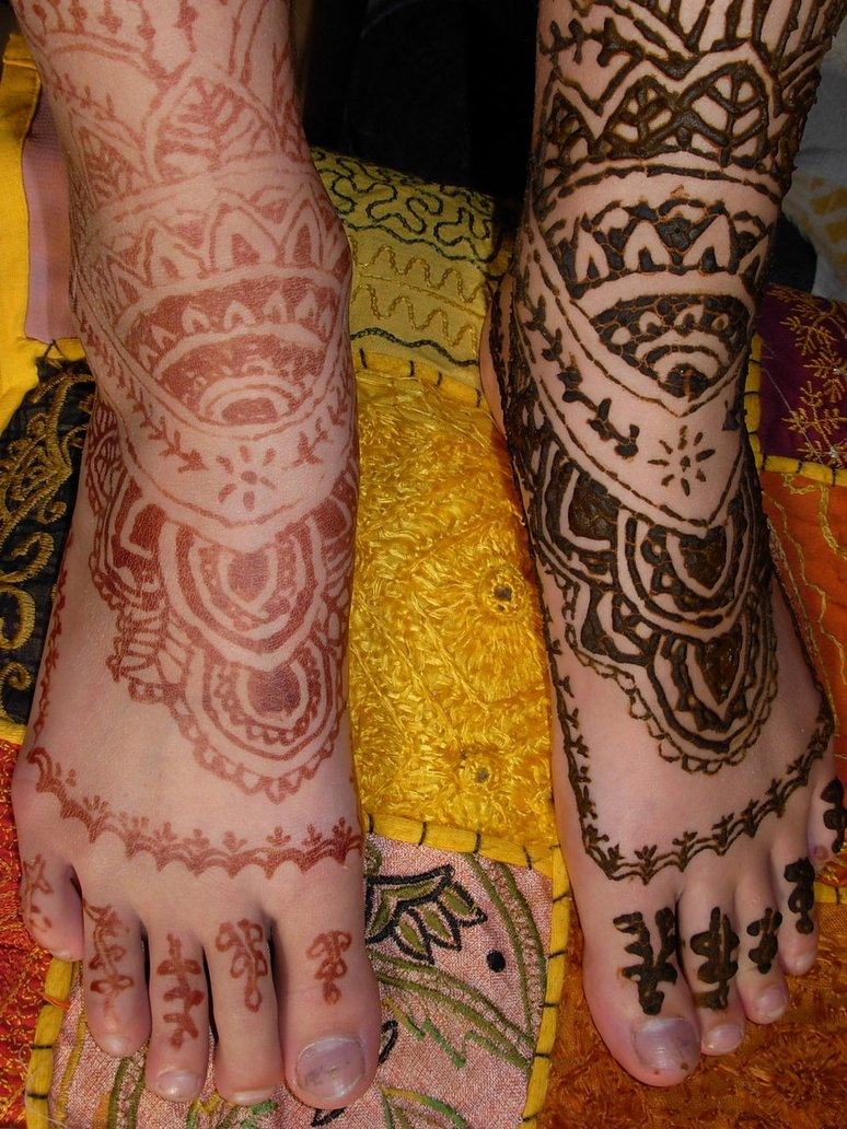 Henna Tattoo On Legs And Feet For Girls