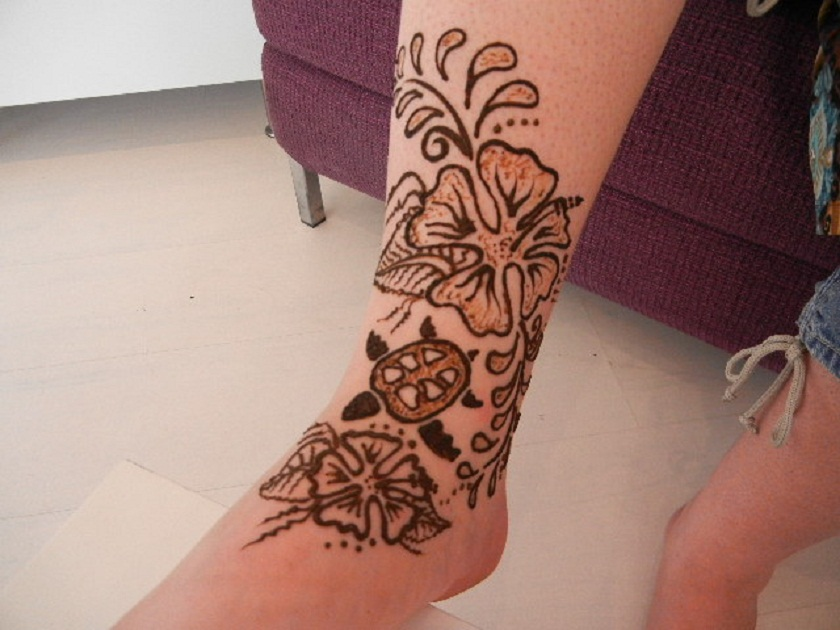 Mehndi Tattoo Flower Designs : Outline flower henna tattoo design