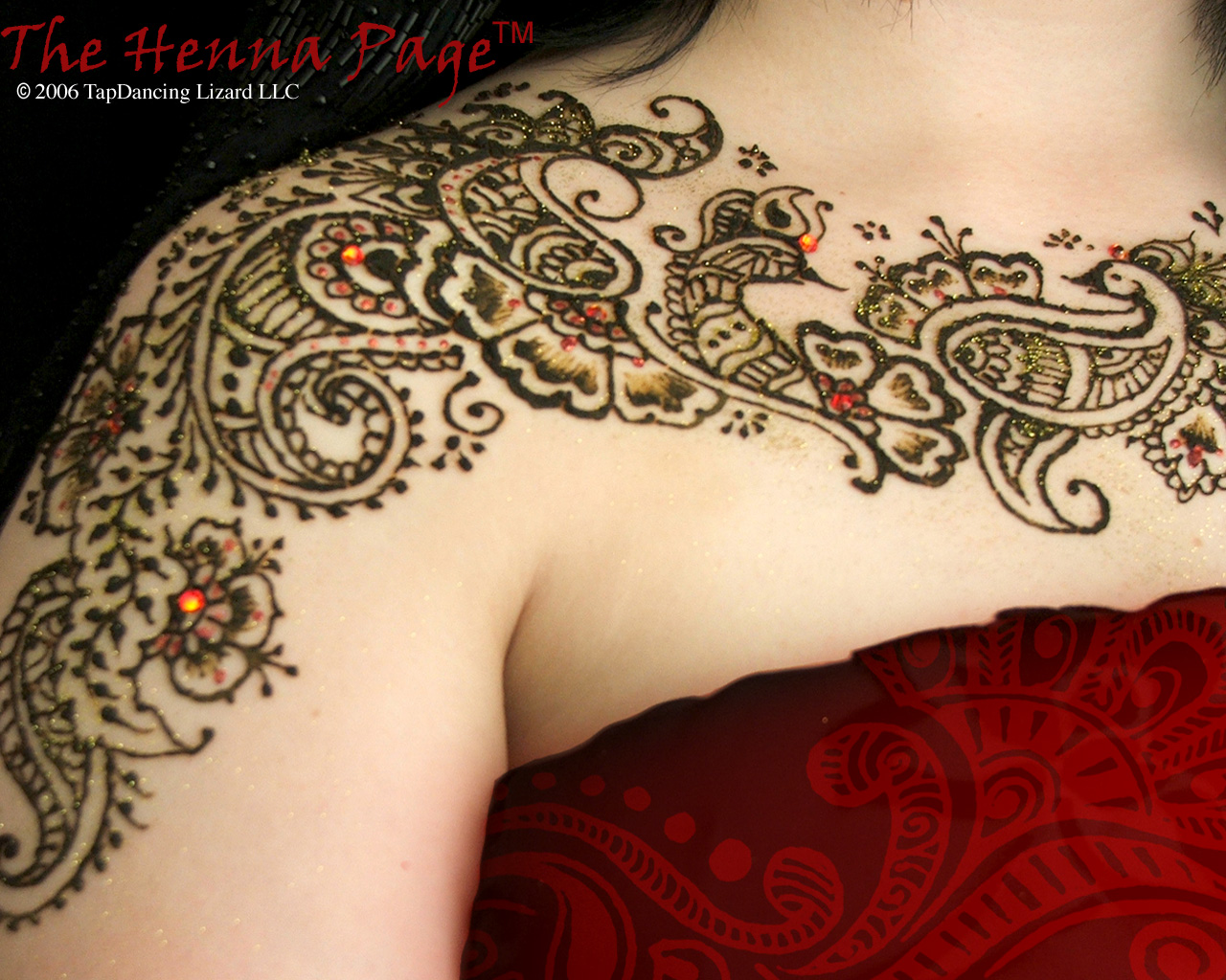 Arabic Henna Tattoo On Girl Right Upper Shoulder