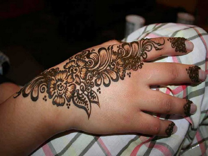 Mehndi Tattoo Back Hand : Awesome henna tattoo on right back hand