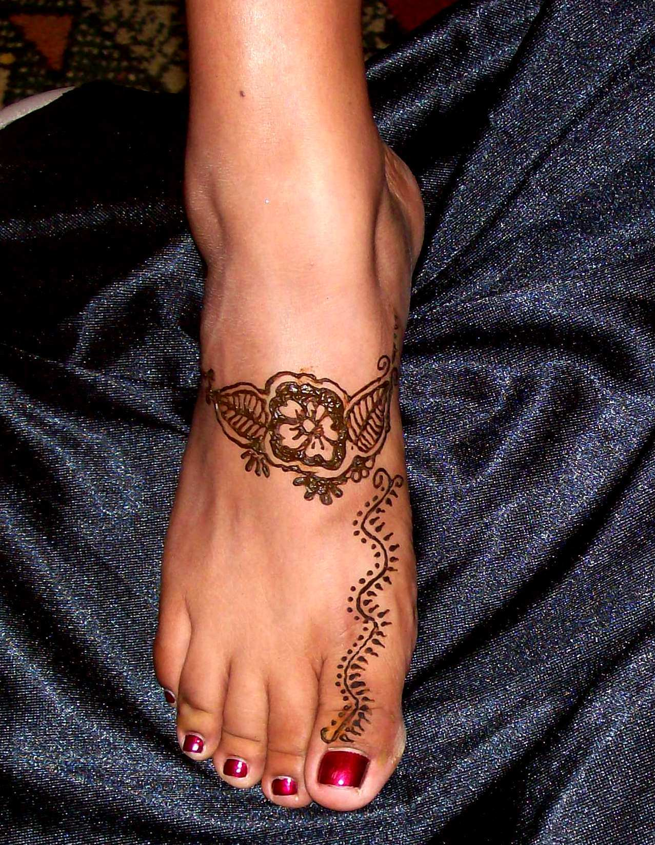 Henna Tattoos On Girl Right Foot