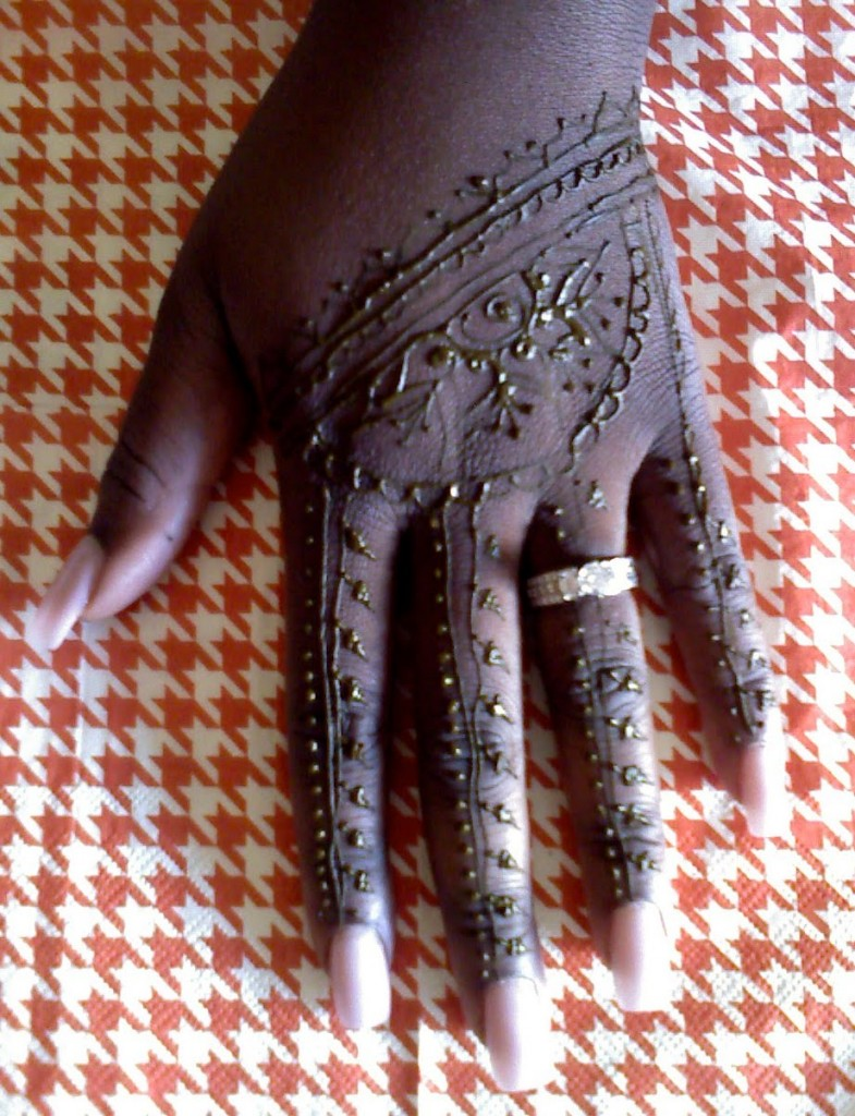 Unique Henna Tattoo On Left Hand