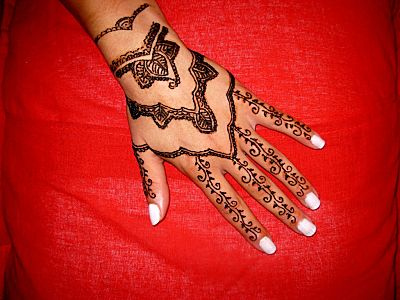 b7d7d8b7512bc Amazing Henna Tattoo On Girl Left Hand