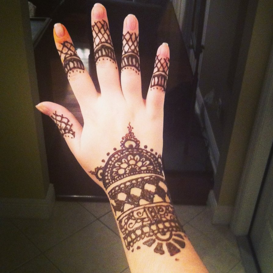 Best Henna Tattoo On Girl Right Hand