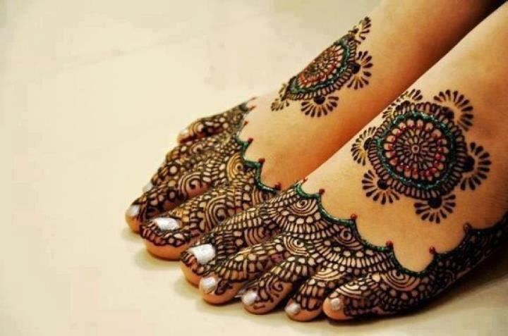 Unique Henna Tattoos On Girl Both Feet