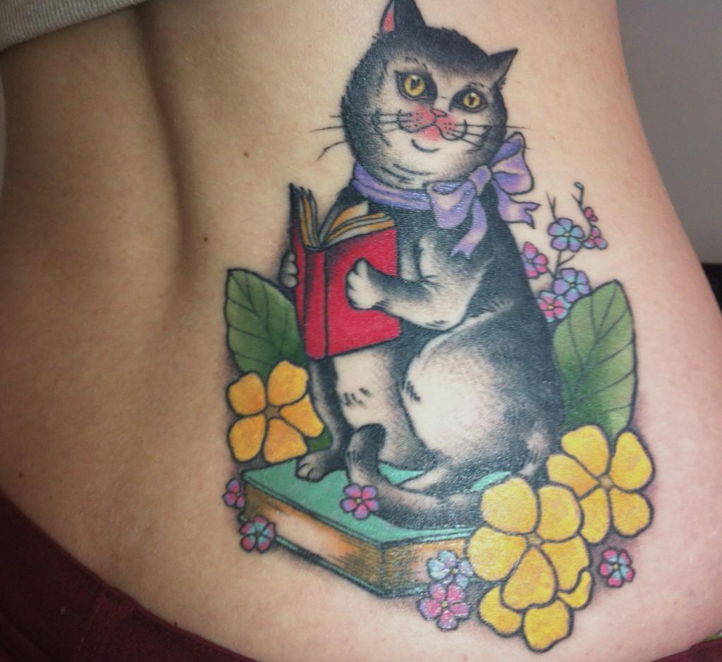 Фото кошки с татуировкой