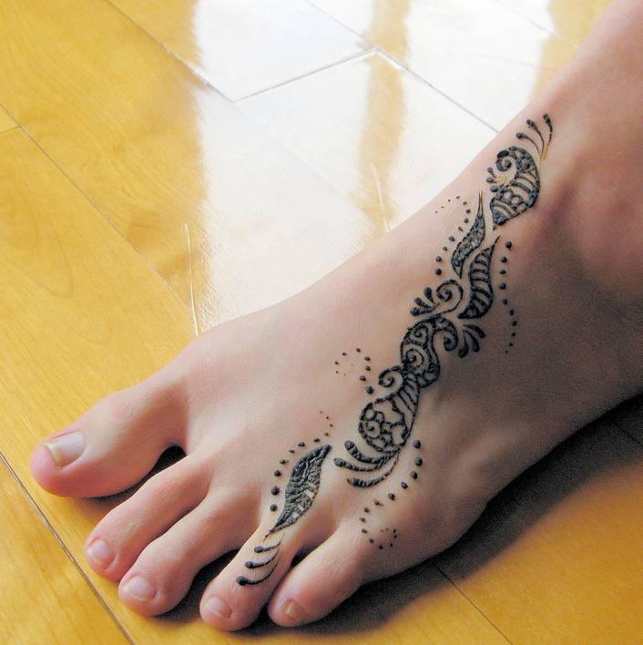 Simple Henna Feet Tattoo