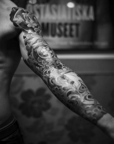 Black and White Sleeve
