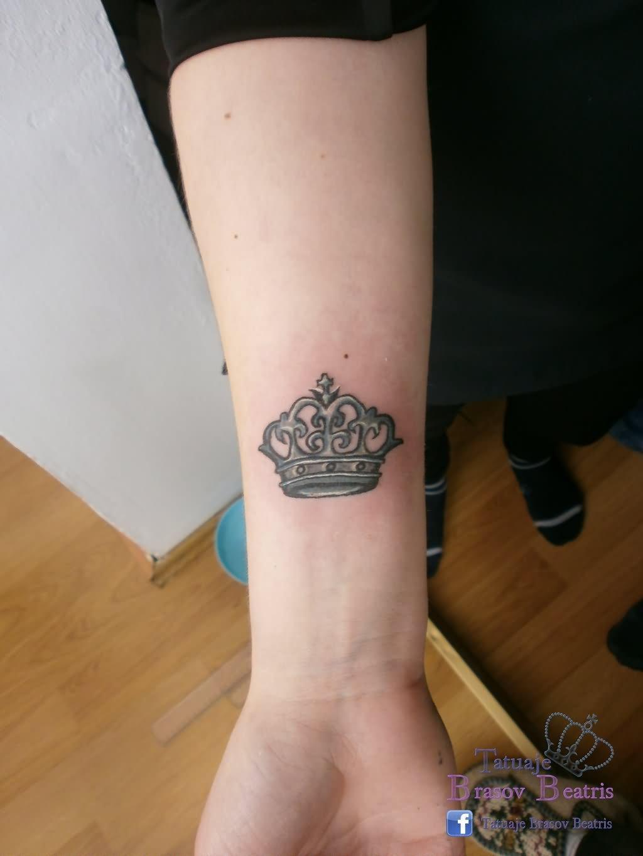 Фото тату короны на предплечье
