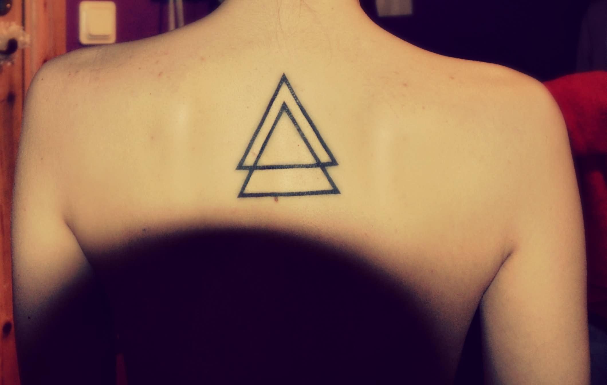 Тату треугольник символ чего