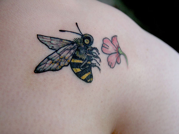 Bumblebee Flying Over Flower Tattoo on knee