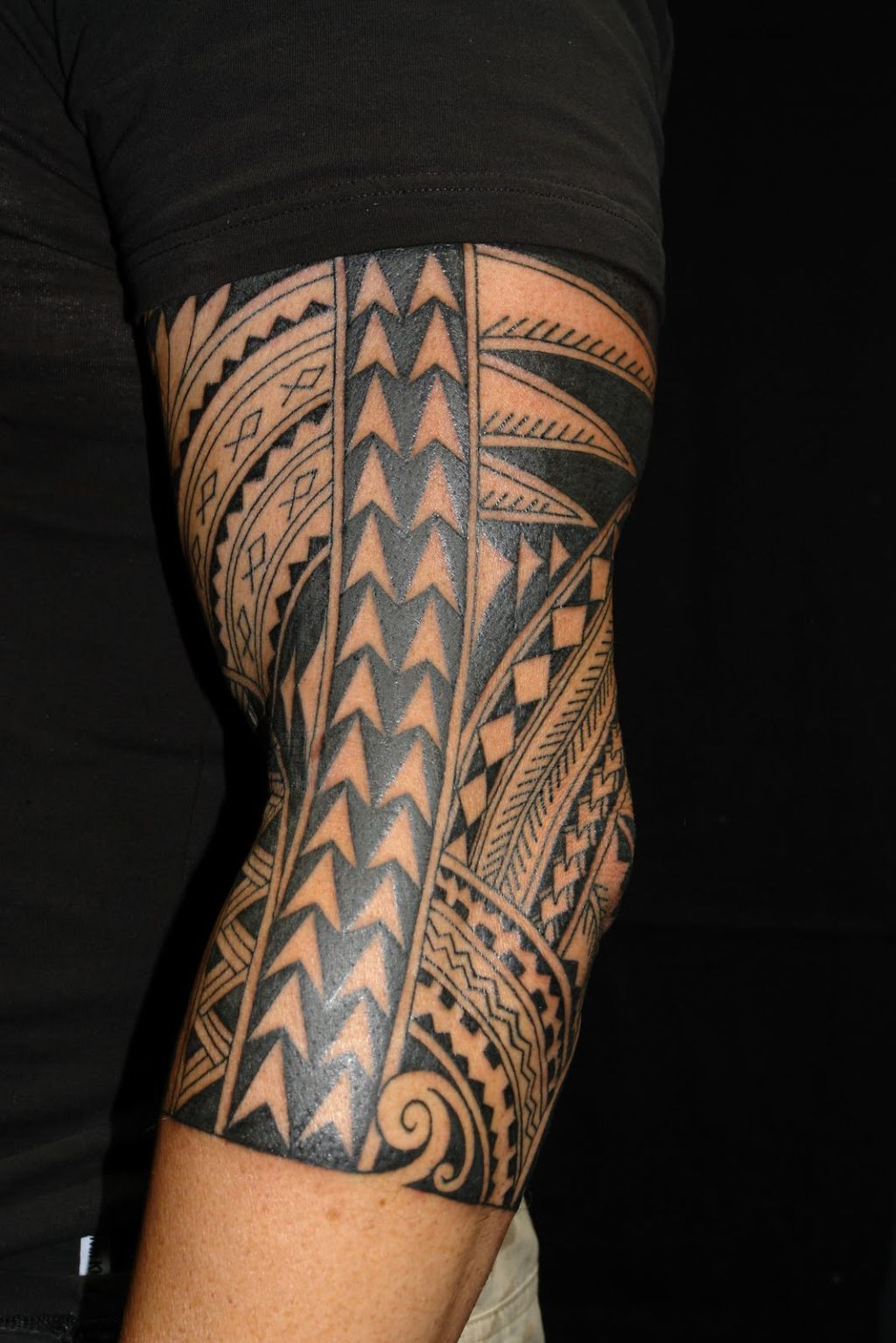 Maori Tattoo On Right Bicep And Front Shoulder