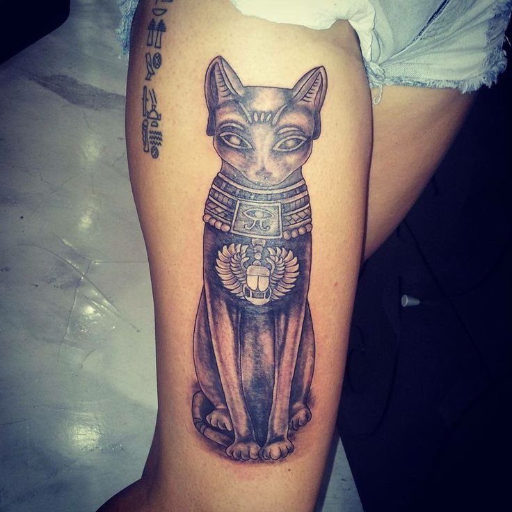 Egyptian Cat Statue Tattoo On Right Thigh Of Girl