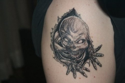 Ripped Skin Alien Tattoo On Right Shoulder