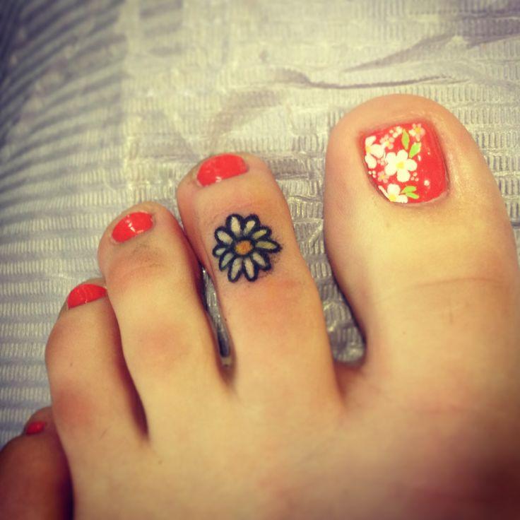 Daisy Tattoos On Foot: Cute Tiny Daisy Tattoo On Foot Finger