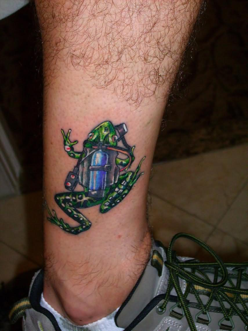 frog climbing on leg tattoo. Black Bedroom Furniture Sets. Home Design Ideas
