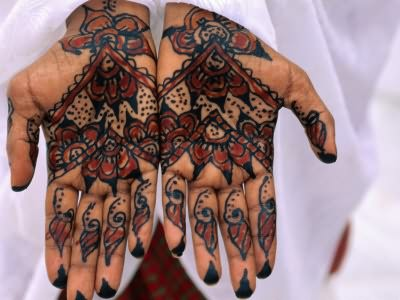 Rihanna Mehndi Tattoo : Rihanna s tattoos meanings steal her style